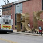 """Ấn tượng những nhà chờ xe bus có """"1-0-2"""" trên thế giới"""